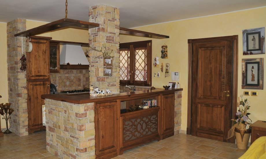 Cucina taverna a giorno design esclusivo in legno fabbrica - Cucina rustica con isola ...