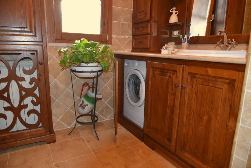 Mobile bagno in legno classico artigianale su misura con - Mobile bagno usato roma ...