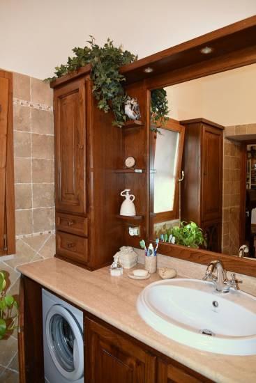 Mobile bagno in legno classico artigianale su misura con lavatrice fabbrica di Bagni oggetti di ...