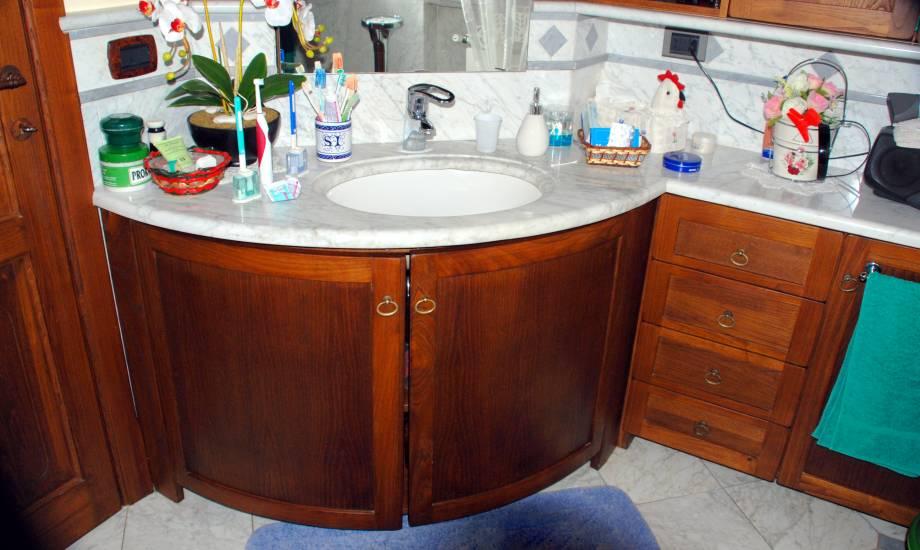 Mobile bagno su misura in legno stondato design esclusivo - Mobile bagno su misura ...