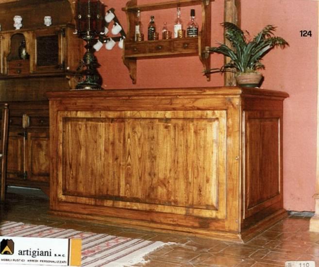 Bancone bar tutte le realizzazioni in legno su misura for Bancone con angolo