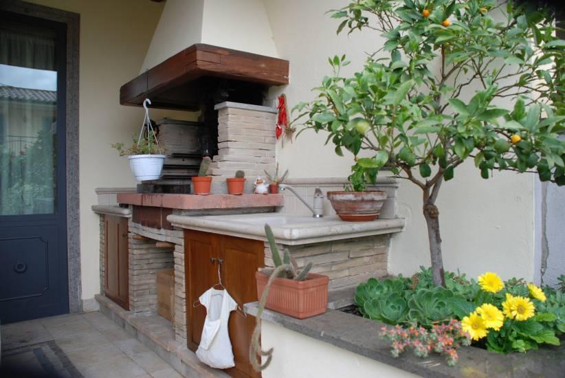 Design esclusivo barbecue su misura legno e pietra artigianale ...