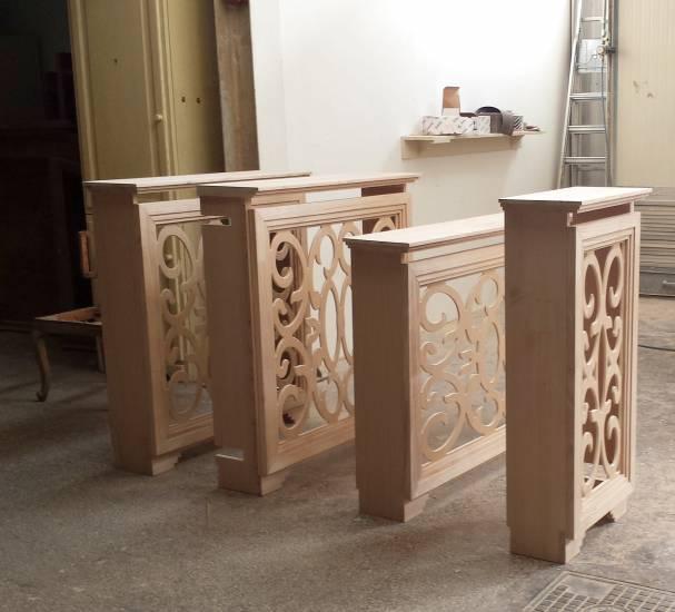 Copritermosifone traforato artigianale in legno grezzo for Immagini copritermosifoni