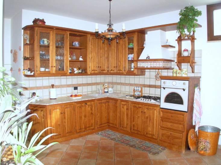 Cucine classiche tutte artigianali in legno fabbrica di - Cucine classiche in legno ...