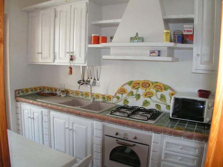 Cucina bianca in legno fabbrica di cucine su misura a roma for Cucina bianca legno