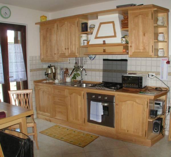 Cucina classica in legno di pino fabbrica di Cucine su misura a Roma