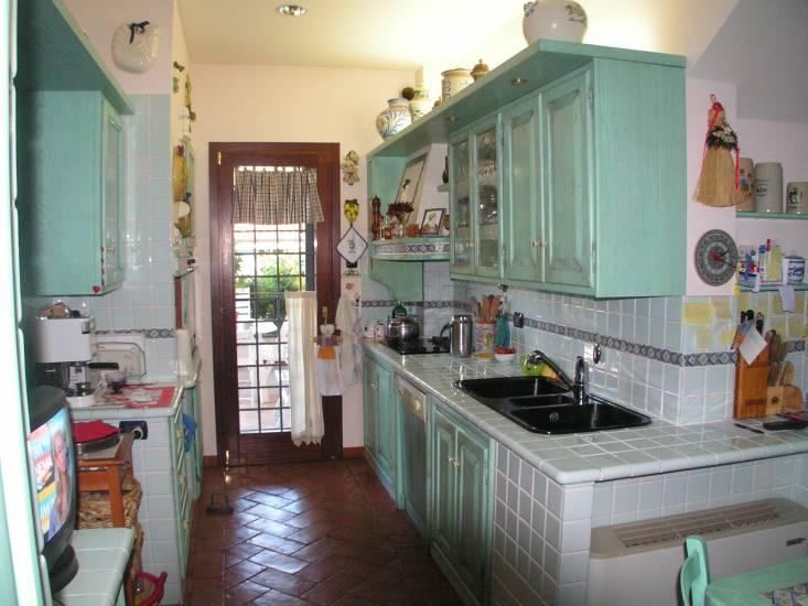 Cucina decap in legno verde fabbrica di cucine su misura - La cucina verde ...