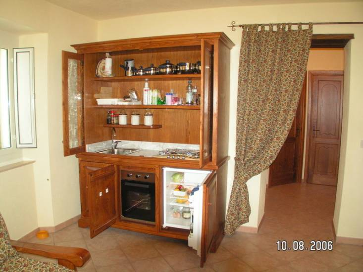 Credenza Per Cucina Classica : Cucina dispensa classica in legno fabbrica di cucine su misura a roma
