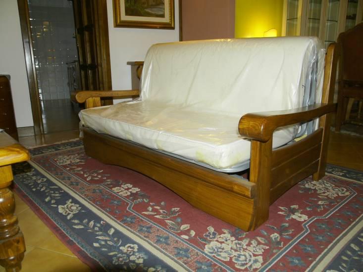 Divano malaga pronto letto in legno fabbrica di zona for Divano letto pronto