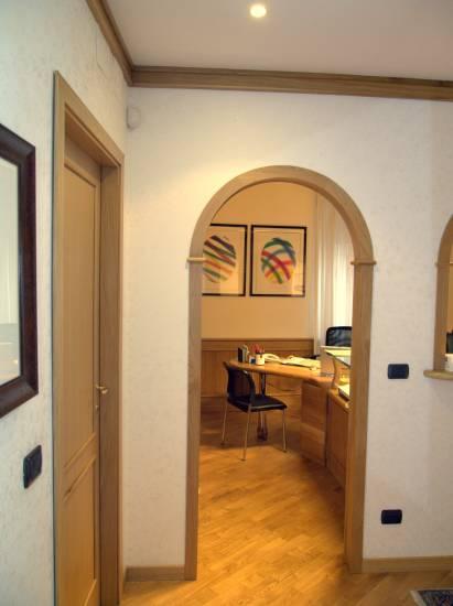 Imbotto arco rovere in legno fabbrica di portoni infissi e for Archi interni moderni