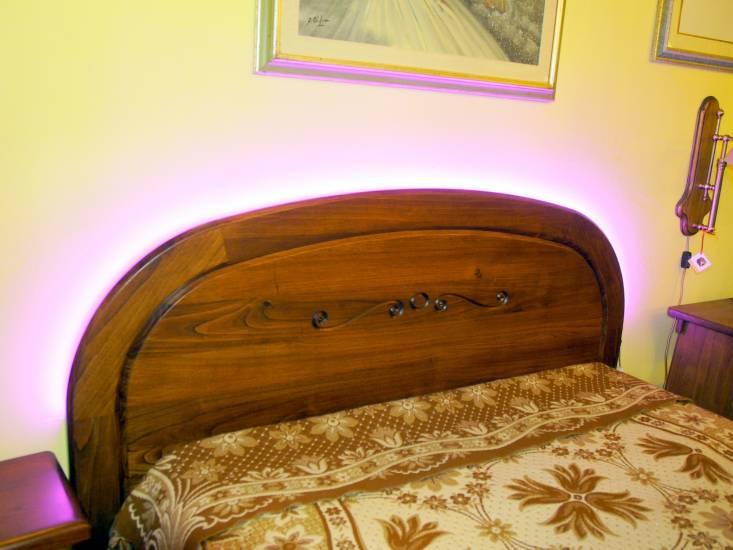 Letto matrimoniale semiarco in legno su misura con luci led fabbrica di zona notte su misura a roma - Letto matrimoniale led ...