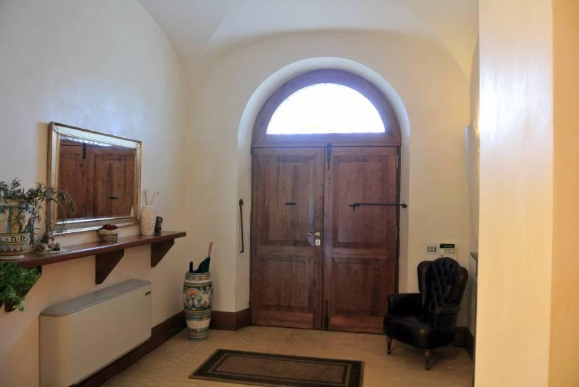 Portone arco con vetro in legno su misura fabbrica di portoni infissi e scale su misura a roma - Porte con arco ...