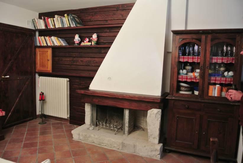 Rivestim camino trave 4 in legno fabbrica di Rivestimenti su misura a Roma