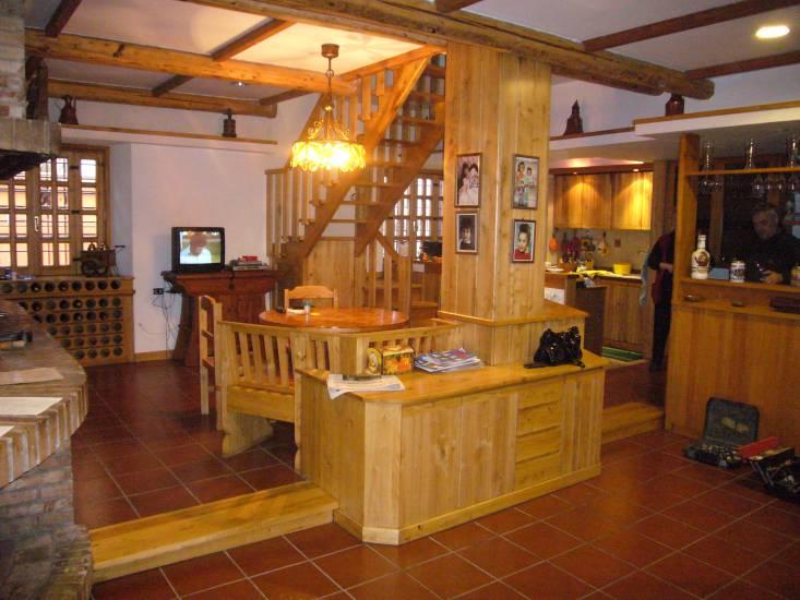 Scala e pilastro in legno design esclusivo fabbrica di for Corrimano in legno roma