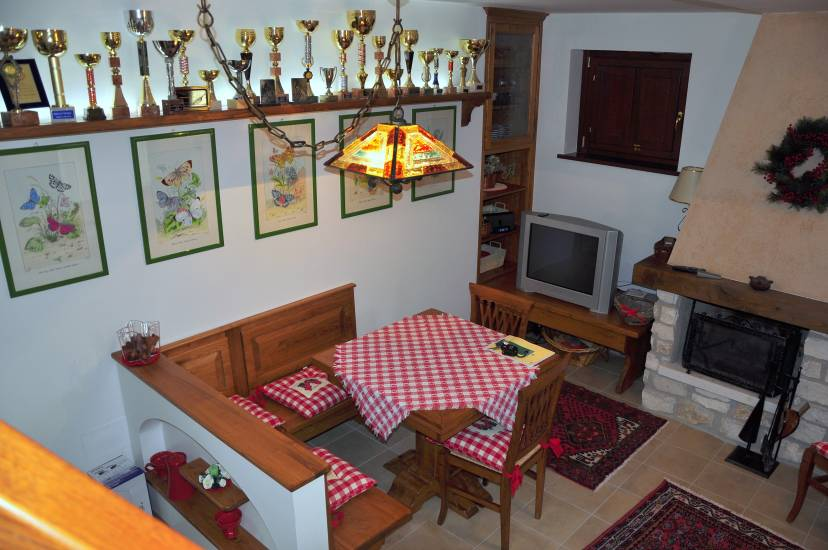 Tavolo legno quadrato allungabile fabbrica di zona giorno for Tavolo quadrato allungabile legno