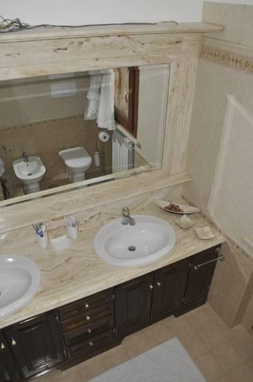 Mobile bagno in legno classico due lavabi design esclusivo for Arredo bagno con due lavelli