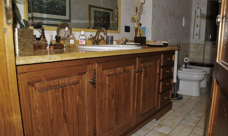 Mobile-bagno-in legno classico-marmo giallo design esclusivo fabbrica di Bagni oggetti di design ...