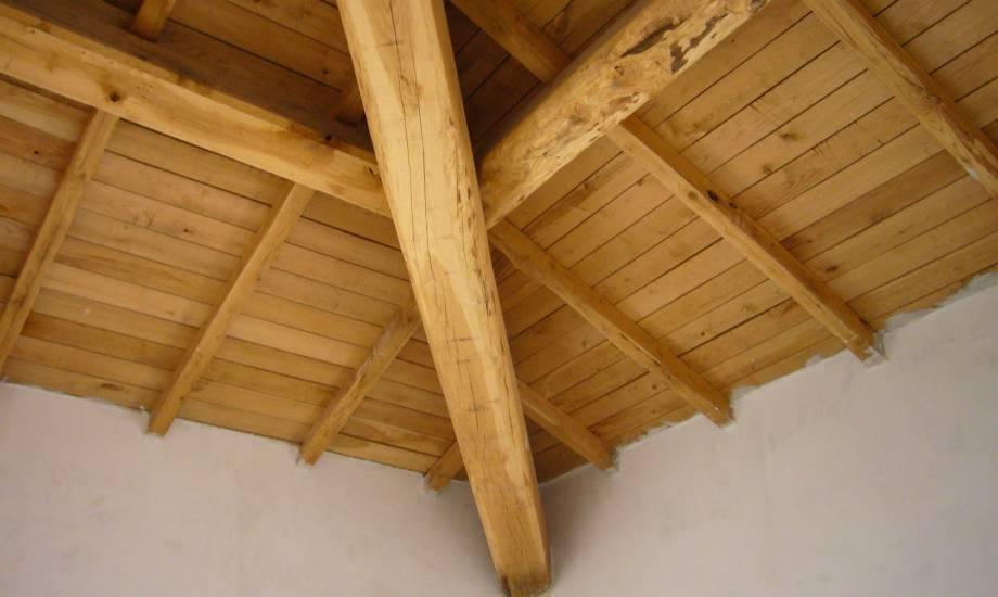 Rivestimento controsoffitto travi pino legno fabbrica di for Controsoffitto in legno