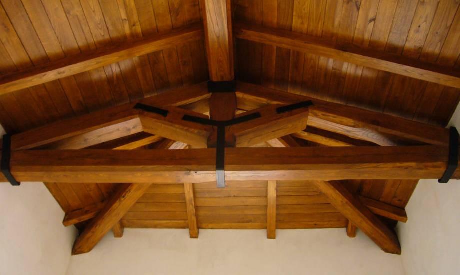 Travi In Legno Per Soffitto : Rivestimento controsoffitto travi in legno di castagno fabbrica di