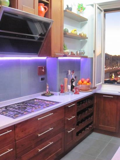 Cucina di lusso moderna su misura con led design esclusivo in legno fabbrica di Cucine su misura ...