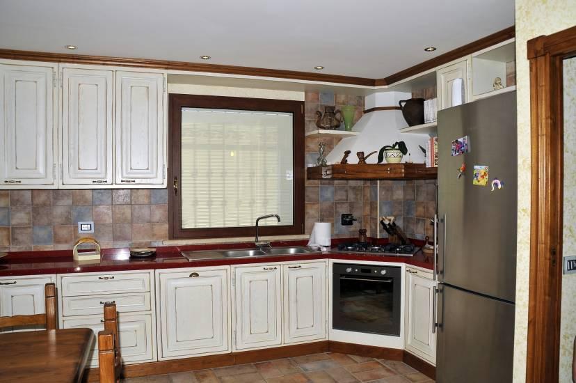 Cucina su misura decape bianca design esclusivo in legno - Cucina legno bianco ...
