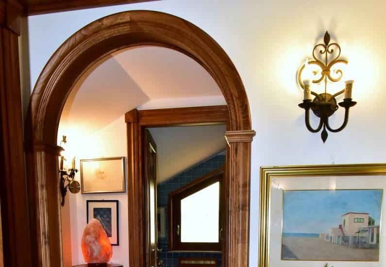 Imbotto ad arco in legno fabbrica di portoni infissi e for Archi interni moderni