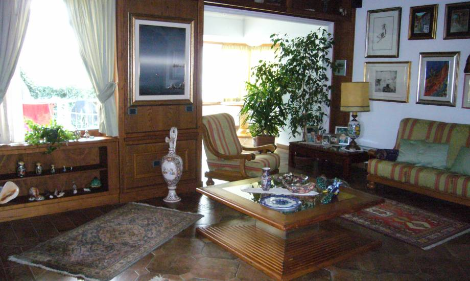 Tavolo salotto classici e moderni in legno tutti fabbrica di Zona ...