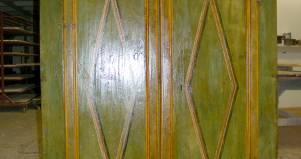 Armadio Antico Laccato : Restauro armadio laccato verde in legno antico. fabbrica di zona